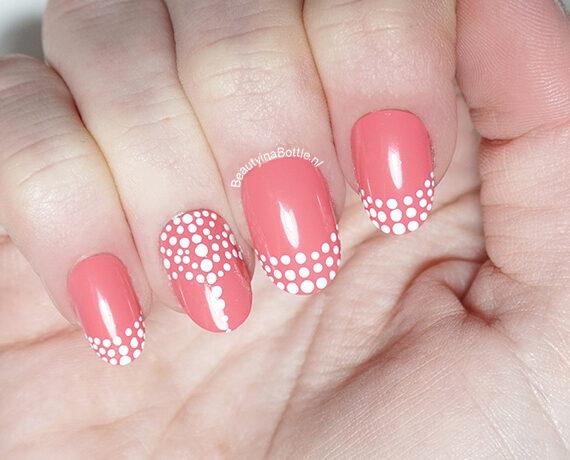 Stippen Nail Art