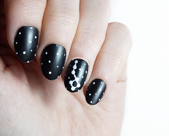 Sterrenbeeld Nail Art