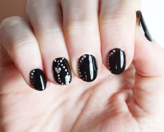 Dotting Hartjes Nail Art