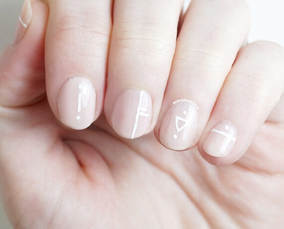 Minimal Nail Art